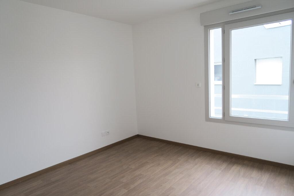 Appartement à louer 3 57.96m2 à Villeurbanne vignette-3