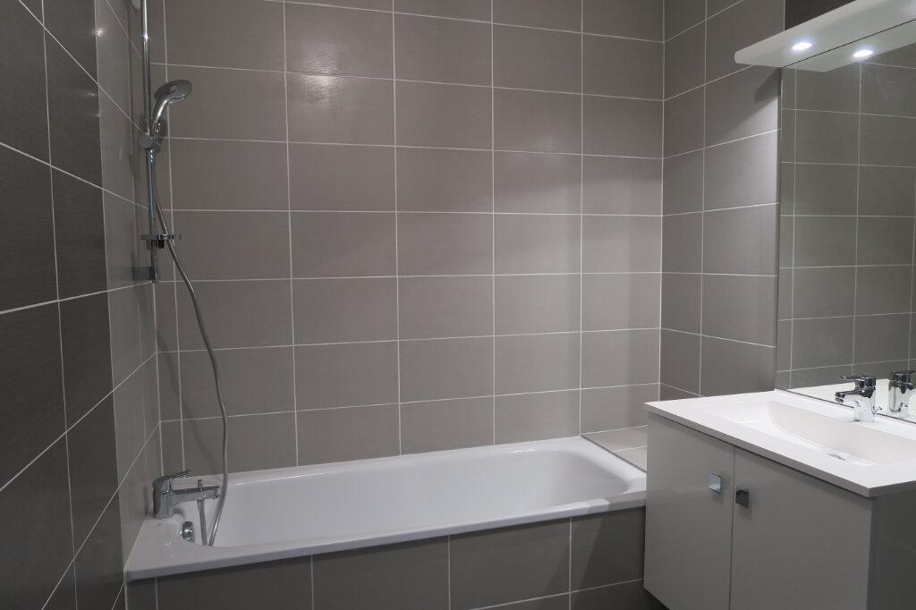 Appartement à louer 3 57.96m2 à Villeurbanne vignette-5