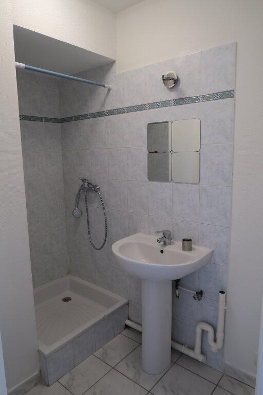Appartement à louer 2 31.37m2 à Villeurbanne vignette-4