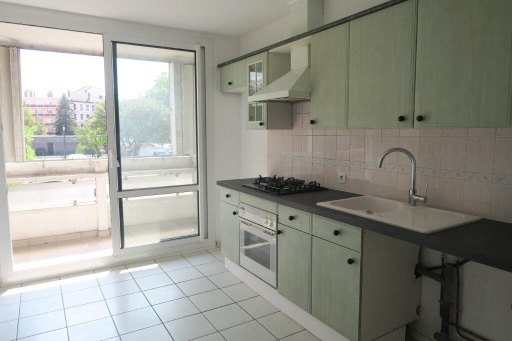 Appartement à louer 3 57m2 à Villeurbanne vignette-3