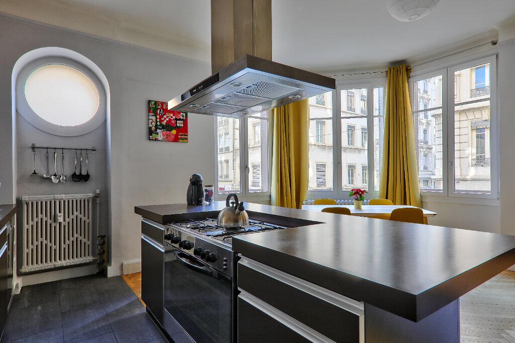 Appartement à louer 3 83.17m2 à Lyon 6 vignette-3