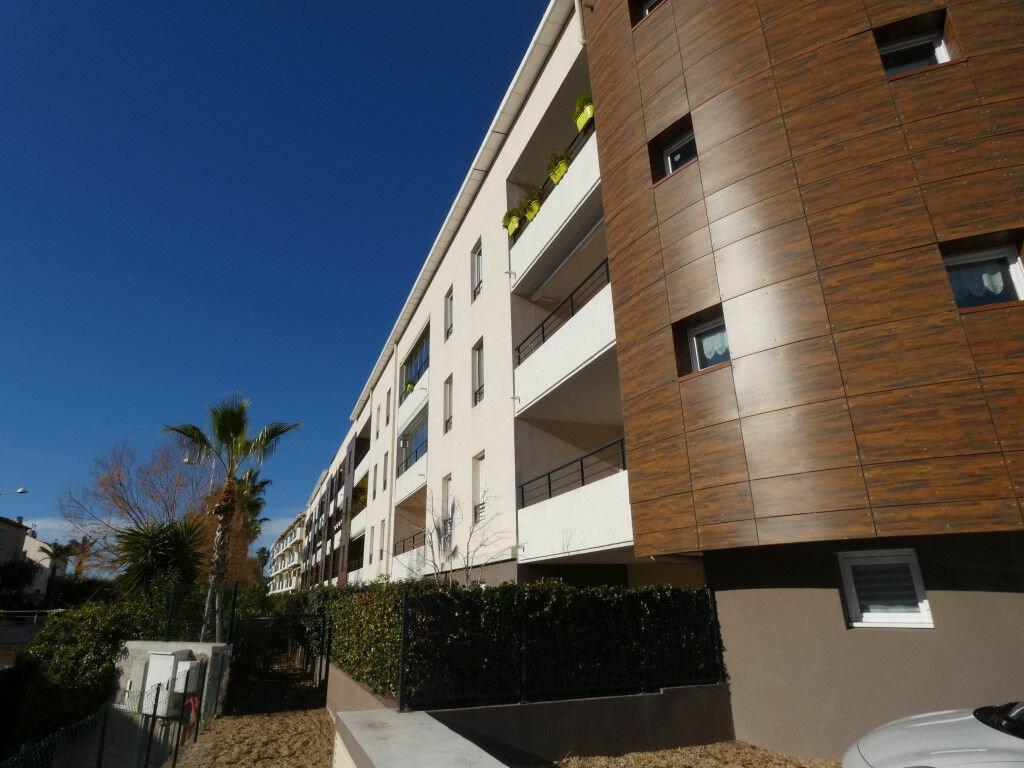 Appartement à louer 2 42m2 à Saint-Raphaël vignette-1