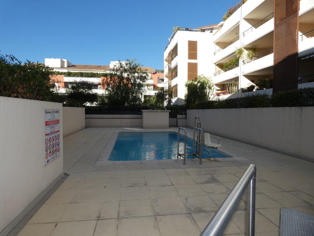 Appartement à louer 2 42m2 à Saint-Raphaël vignette-3