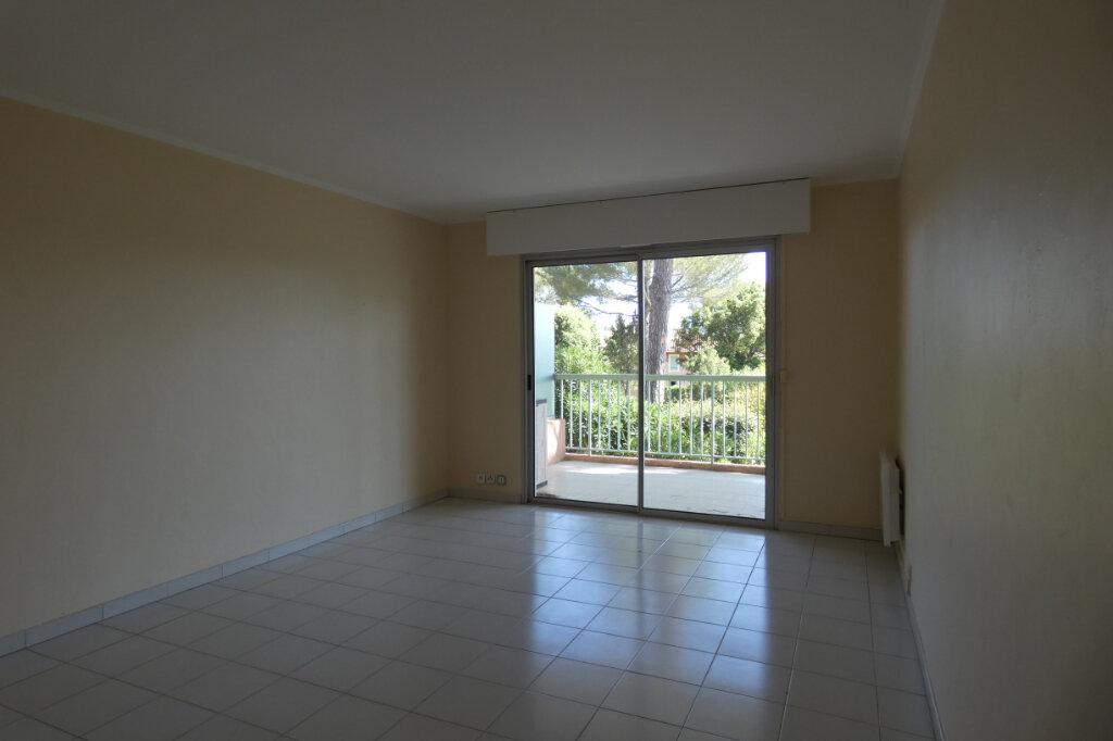 Appartement à vendre 3 59.5m2 à Saint-Raphaël vignette-3