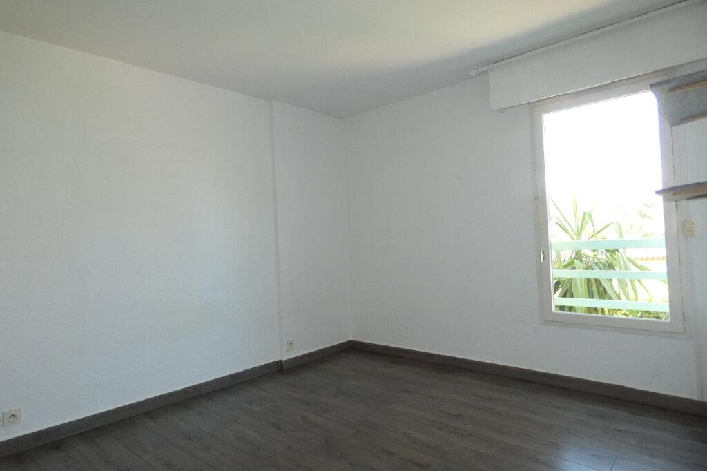Appartement à vendre 3 59.5m2 à Saint-Raphaël vignette-7
