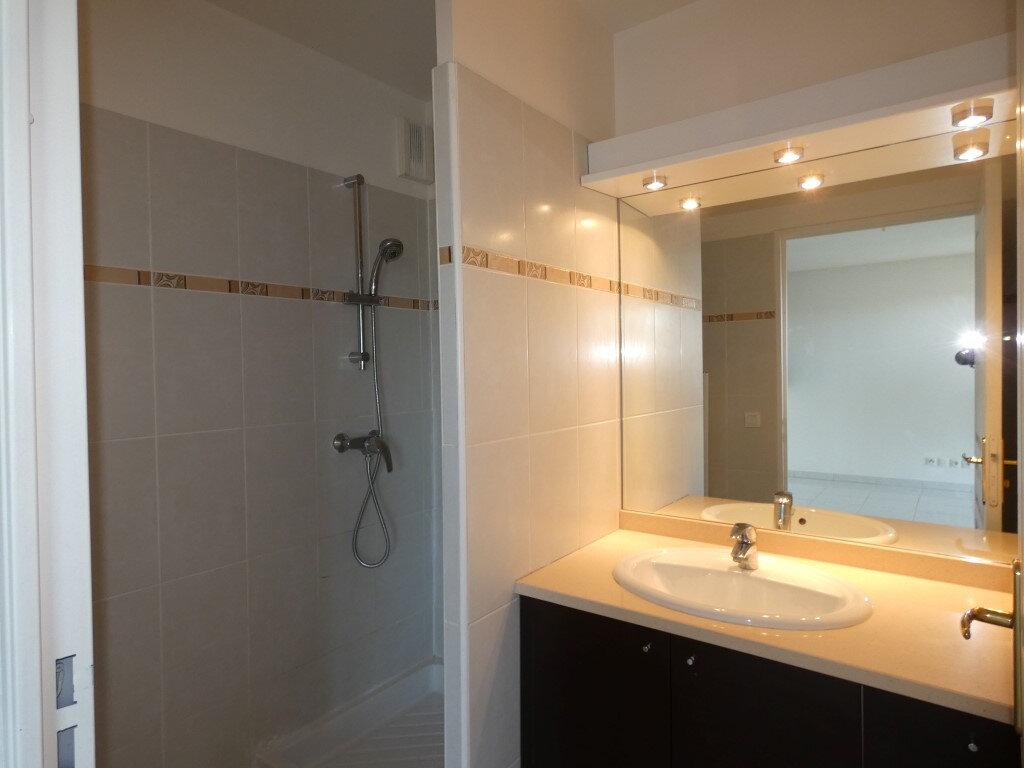 Appartement à louer 2 42.8m2 à Saint-Raphaël vignette-4