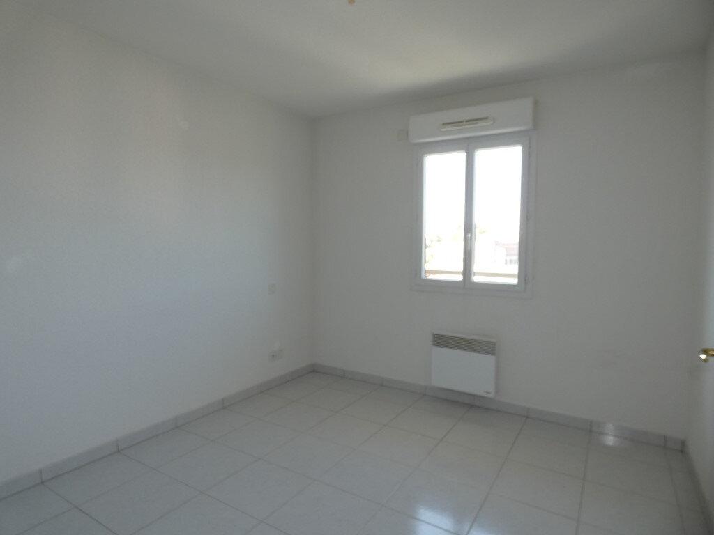 Appartement à louer 2 42.8m2 à Saint-Raphaël vignette-5