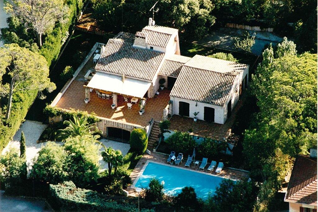 Maison à vendre 5 150m2 à Saint-Raphaël vignette-1