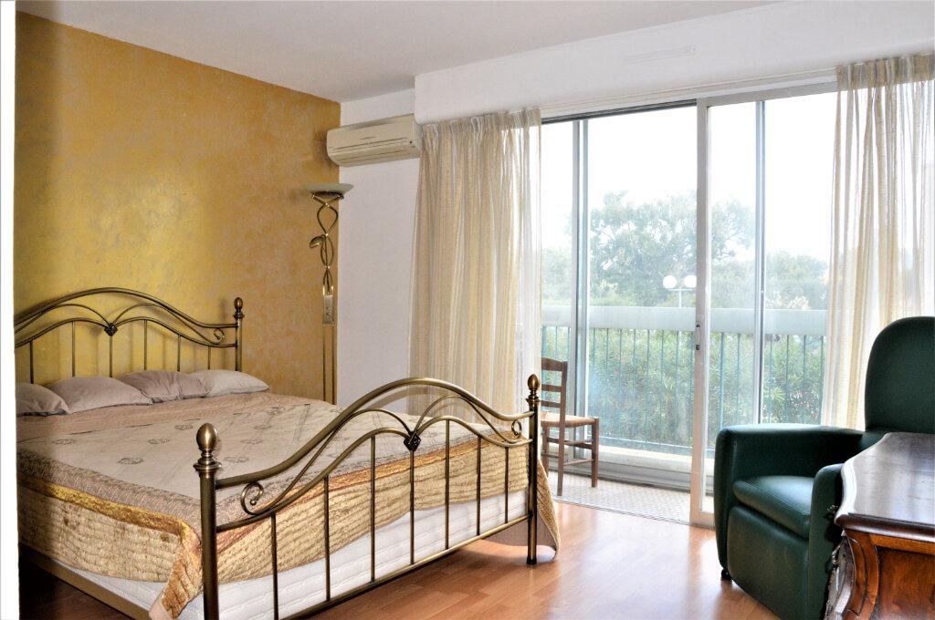 Appartement à vendre 3 79.5m2 à Fréjus vignette-3