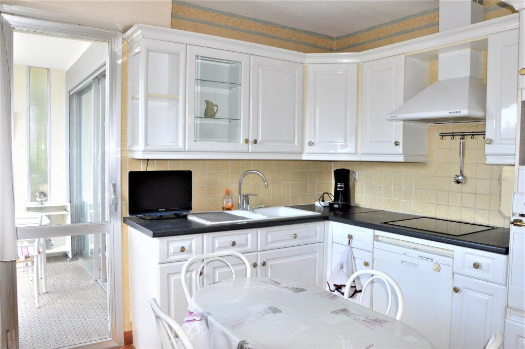 Appartement à vendre 3 79.5m2 à Fréjus vignette-4
