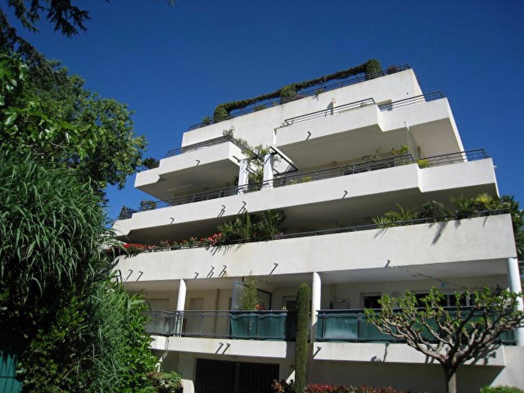 Appartement à vendre 3 72.41m2 à Saint-Raphaël vignette-1