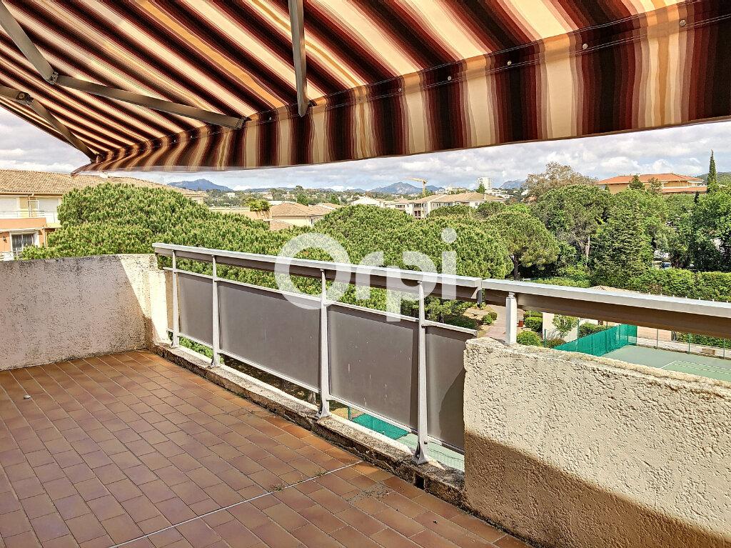 Appartement à vendre 3 72.44m2 à Fréjus vignette-3