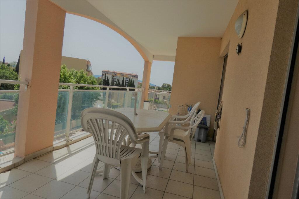 Appartement à vendre 4 76.5m2 à Fréjus vignette-3