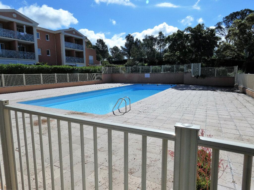 Appartement à vendre 2 25m2 à Saint-Raphaël vignette-1