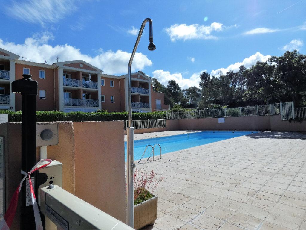 Appartement à vendre 2 25m2 à Saint-Raphaël vignette-2