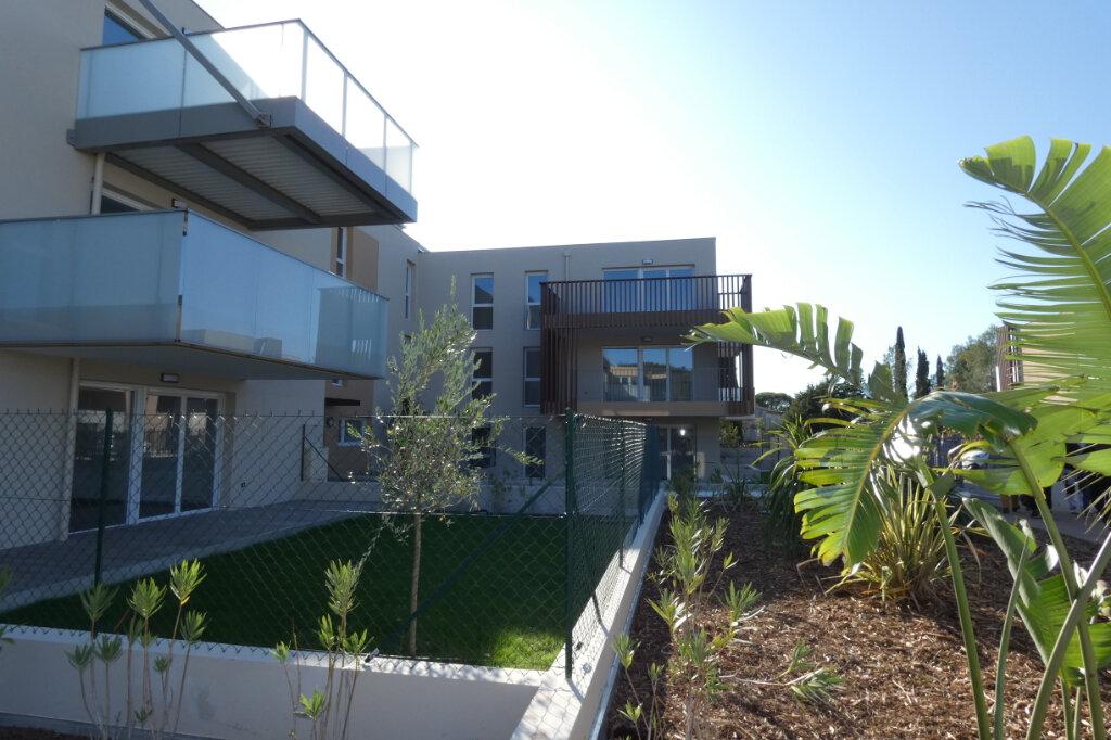 Appartement à louer 3 70.82m2 à Saint-Raphaël vignette-2