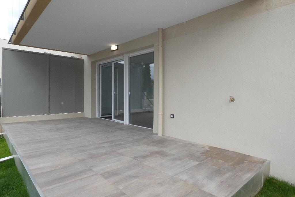 Appartement à louer 3 70.82m2 à Saint-Raphaël vignette-3