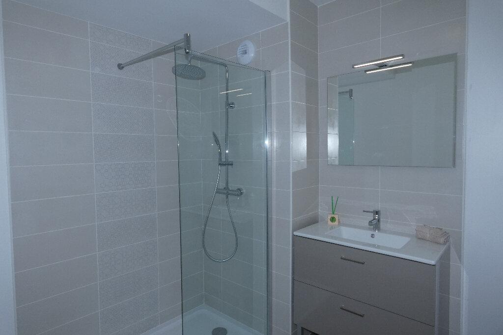 Appartement à louer 3 70.82m2 à Saint-Raphaël vignette-5