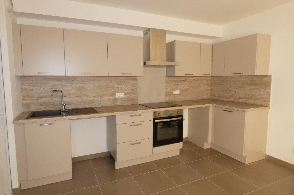 Appartement à louer 3 70.82m2 à Saint-Raphaël vignette-6