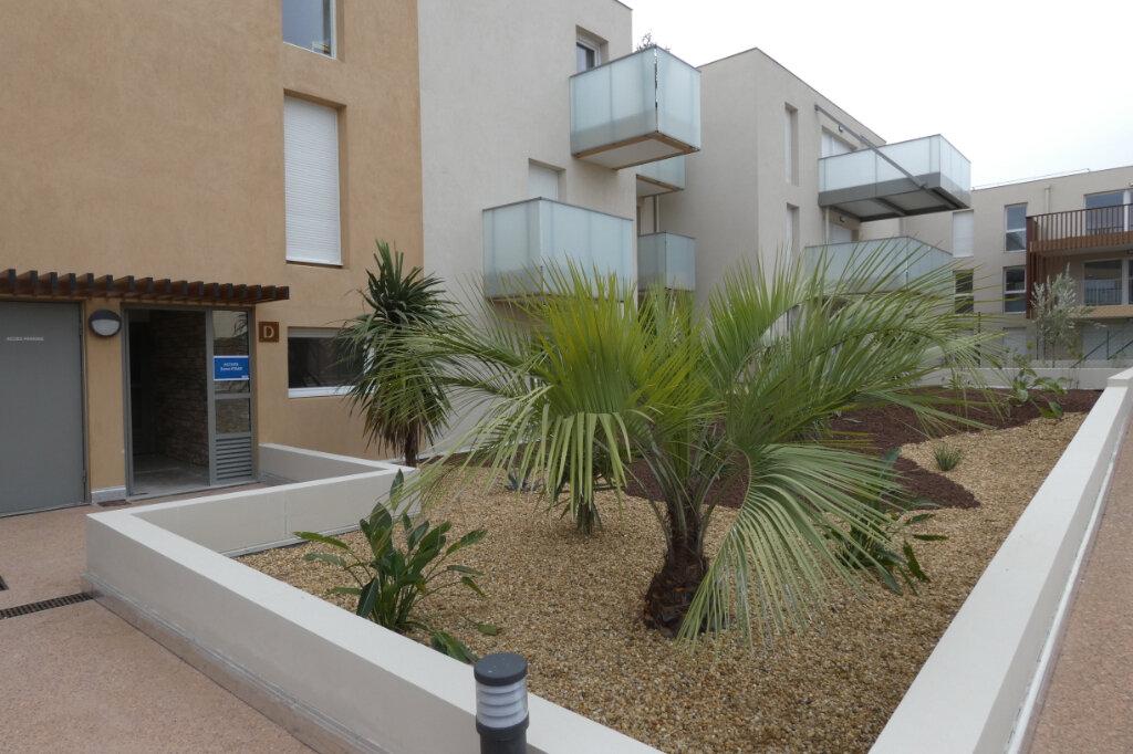 Appartement à louer 2 52m2 à Saint-Raphaël vignette-1