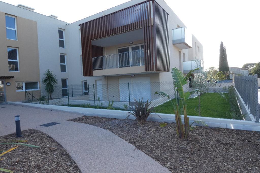 Appartement à louer 3 71m2 à Saint-Raphaël vignette-2