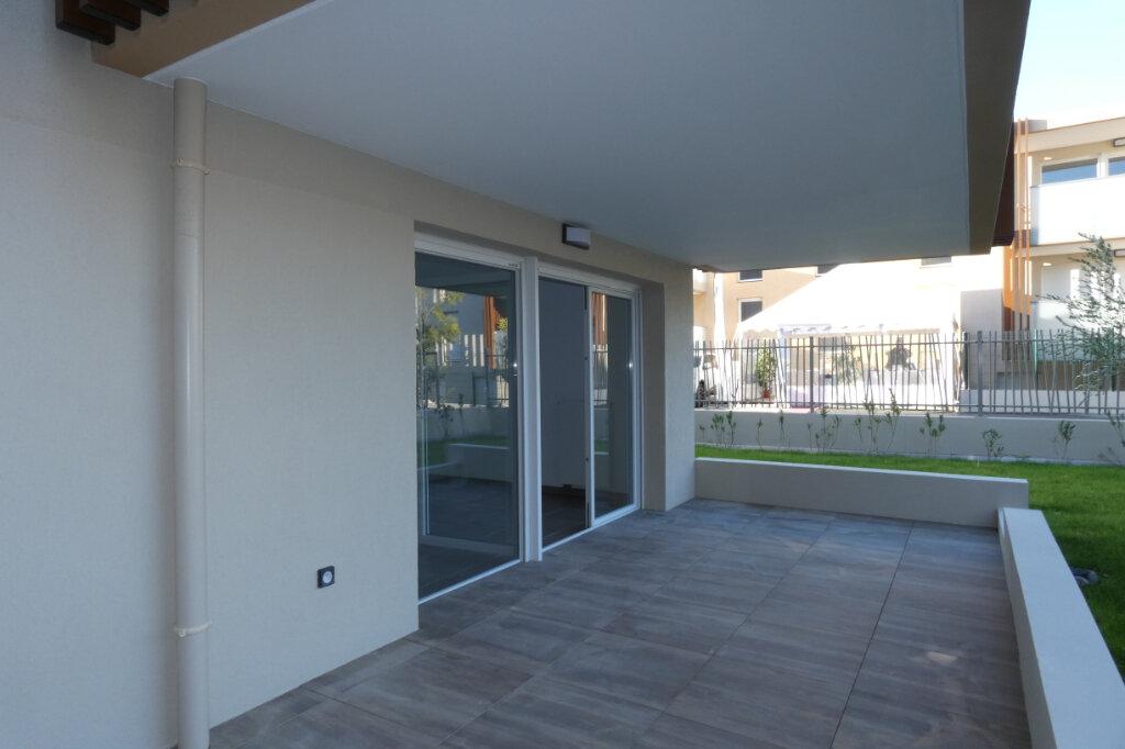 Appartement à louer 3 71m2 à Saint-Raphaël vignette-3
