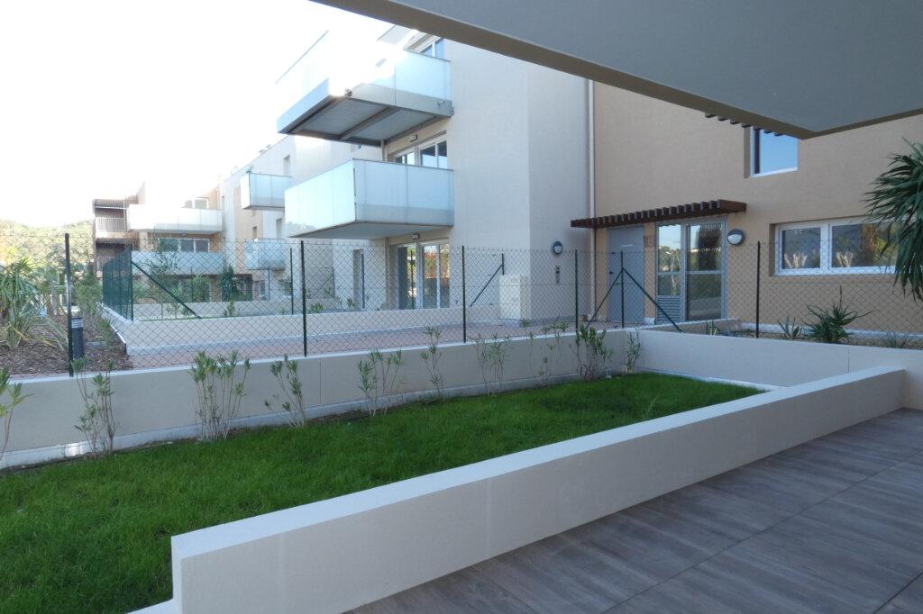 Appartement à louer 3 71m2 à Saint-Raphaël vignette-4