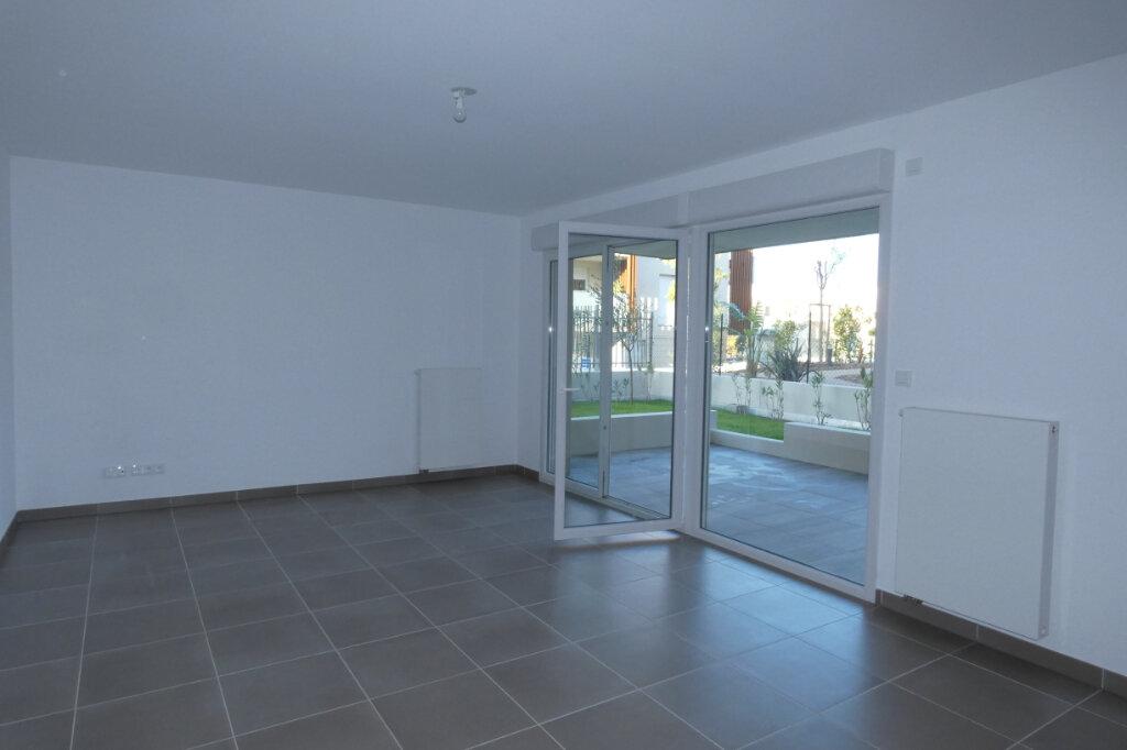 Appartement à louer 3 71m2 à Saint-Raphaël vignette-5