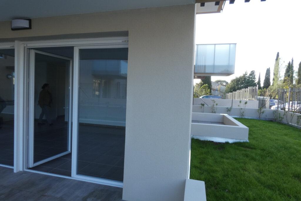 Appartement à louer 3 71m2 à Saint-Raphaël vignette-6