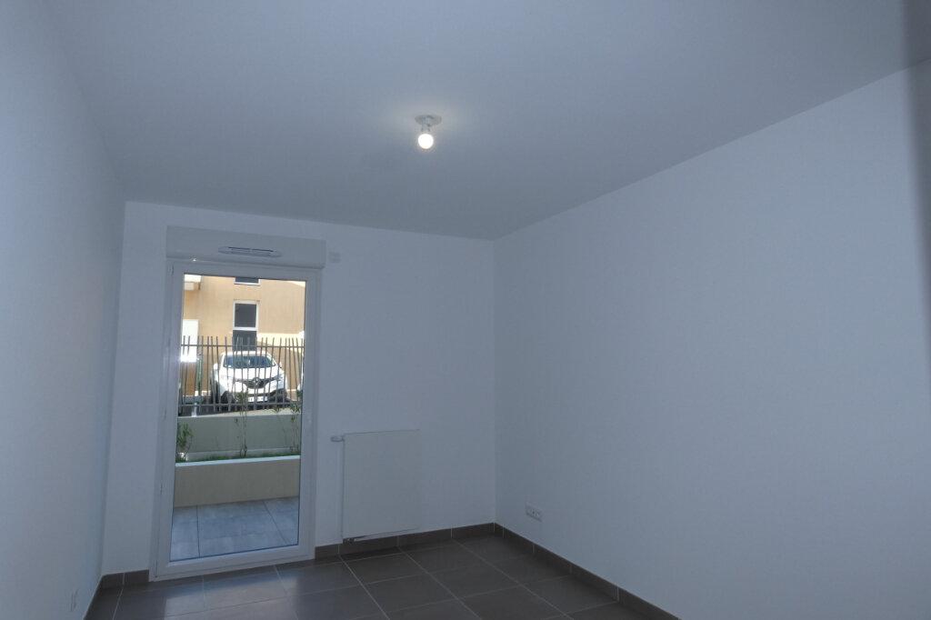 Appartement à louer 3 71m2 à Saint-Raphaël vignette-7