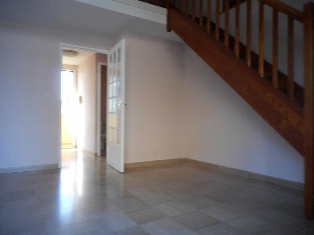 Appartement à louer 2 63.6m2 à Fréjus vignette-2