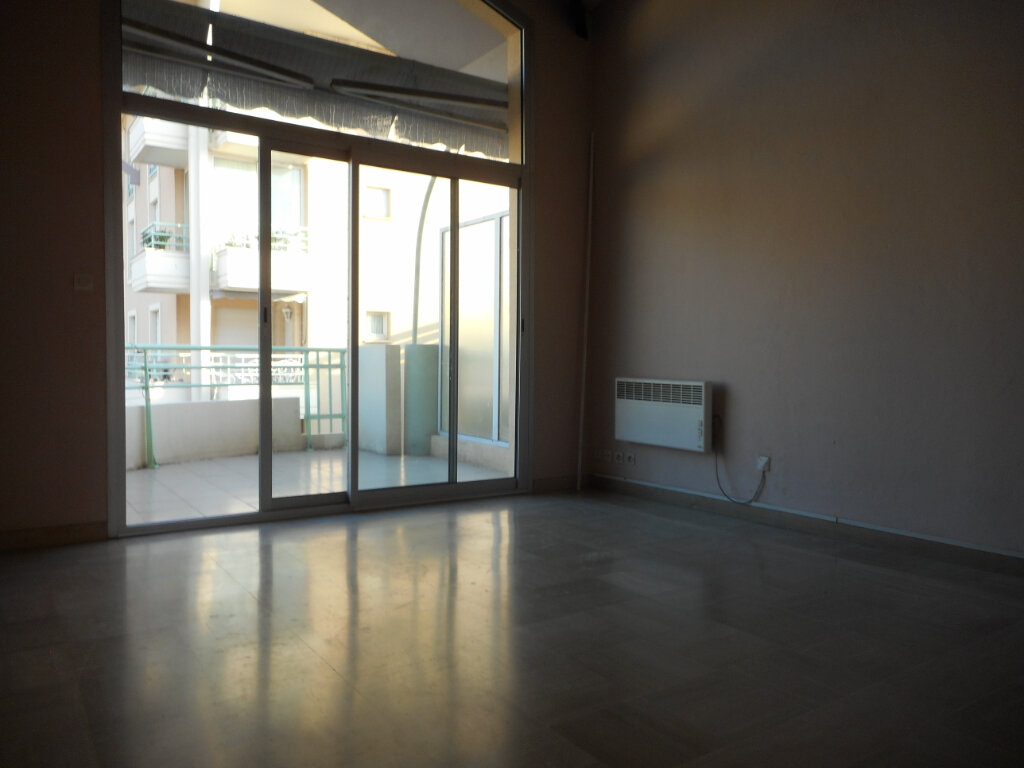 Appartement à louer 2 63.6m2 à Fréjus vignette-5