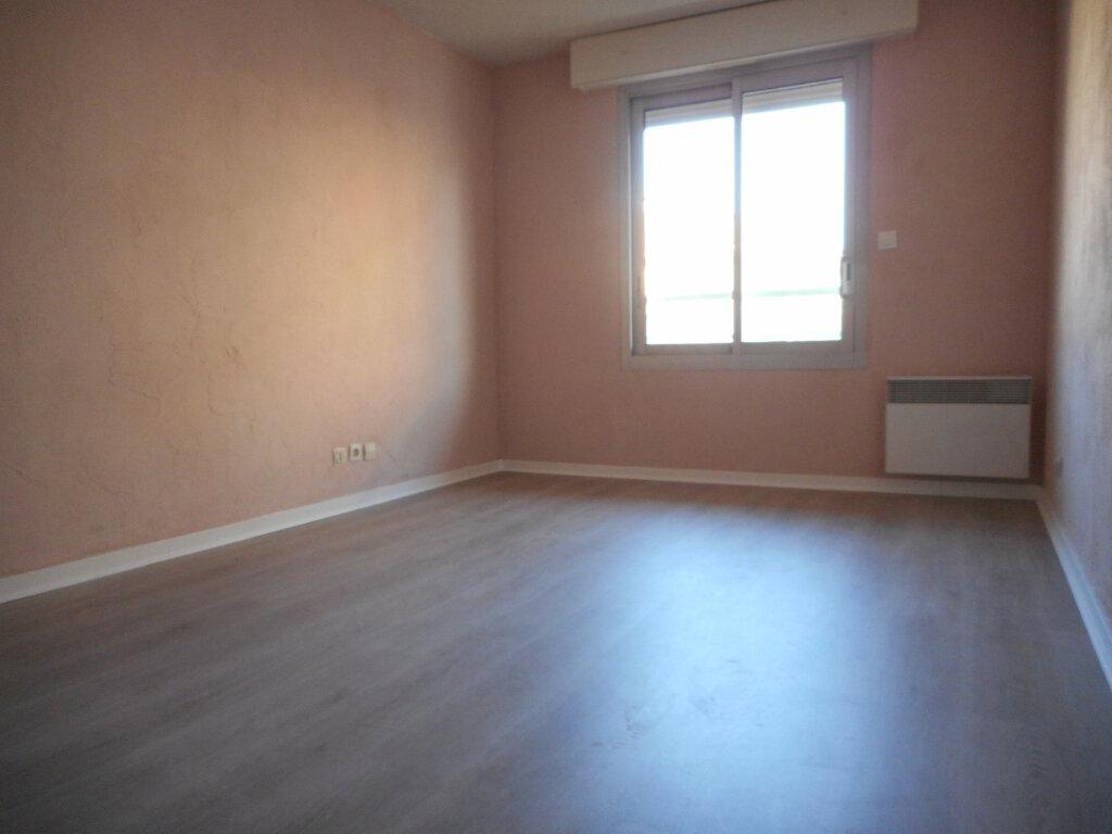 Appartement à louer 2 63.6m2 à Fréjus vignette-6