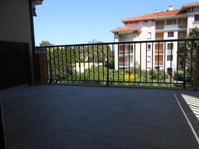 Appartement à louer 3 66.06m2 à Fréjus vignette-1