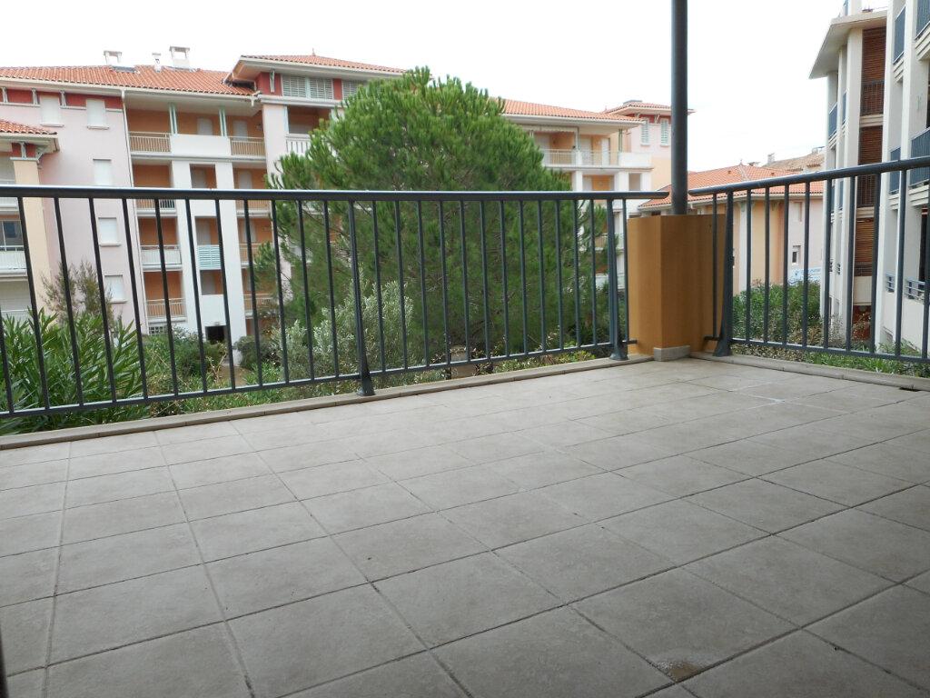 Appartement à louer 3 66.06m2 à Fréjus vignette-3