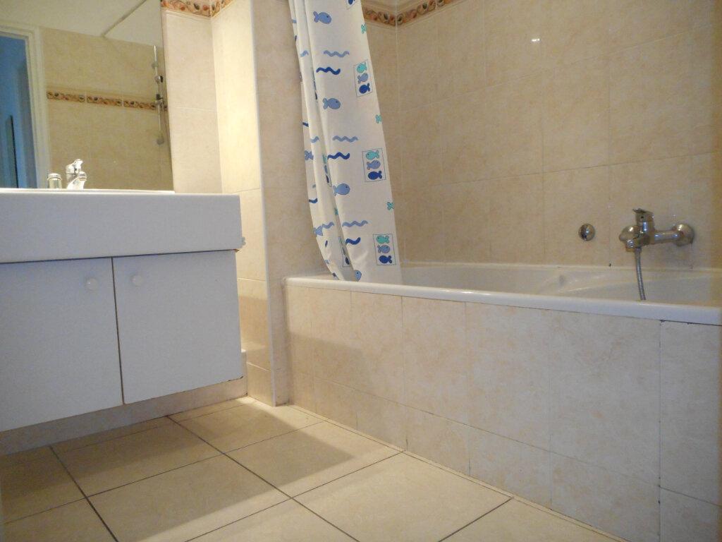 Appartement à louer 3 66.06m2 à Fréjus vignette-5