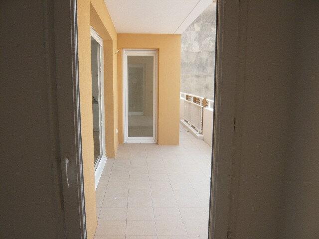 Appartement à louer 2 50.7m2 à Saint-Raphaël vignette-5