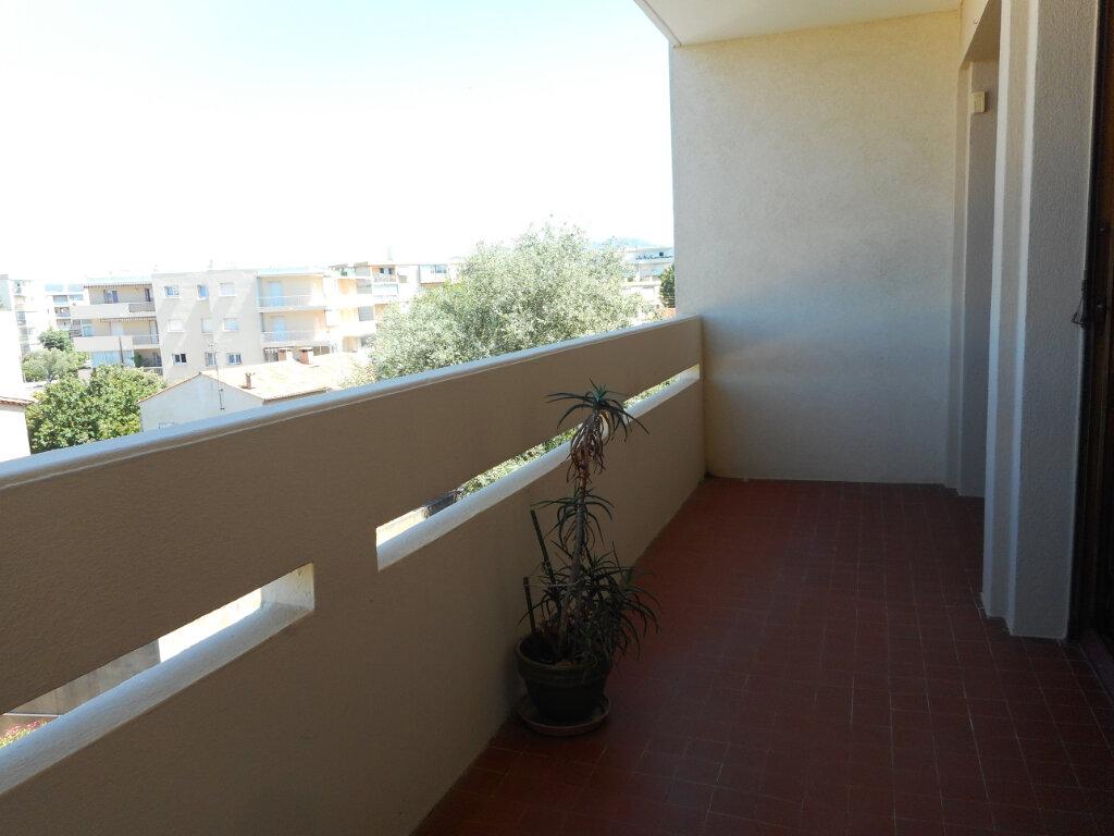 Appartement à louer 1 32.8m2 à Fréjus vignette-2
