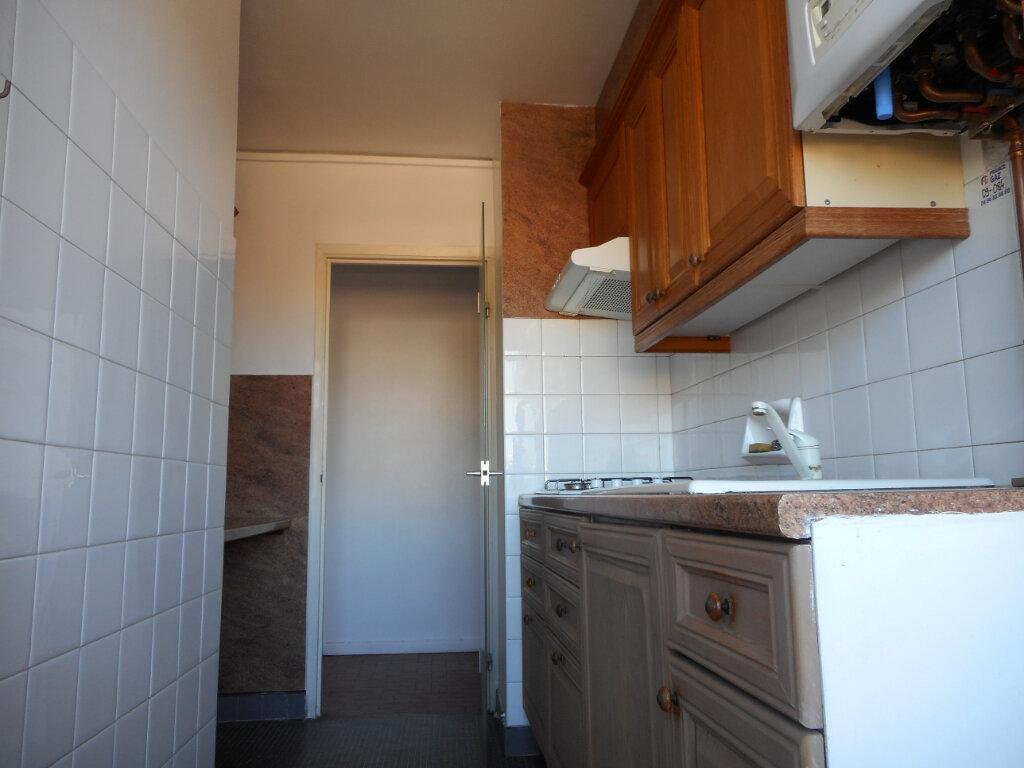 Appartement à louer 1 32.8m2 à Fréjus vignette-3