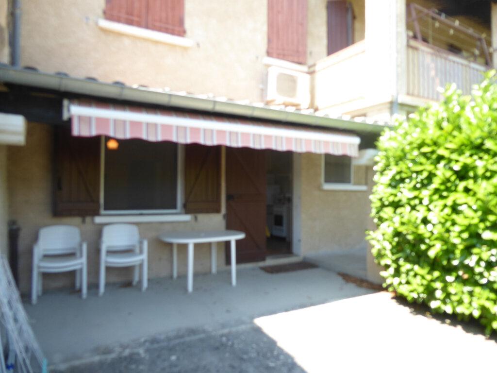 Appartement à louer 1 28m2 à Entrepierres vignette-1