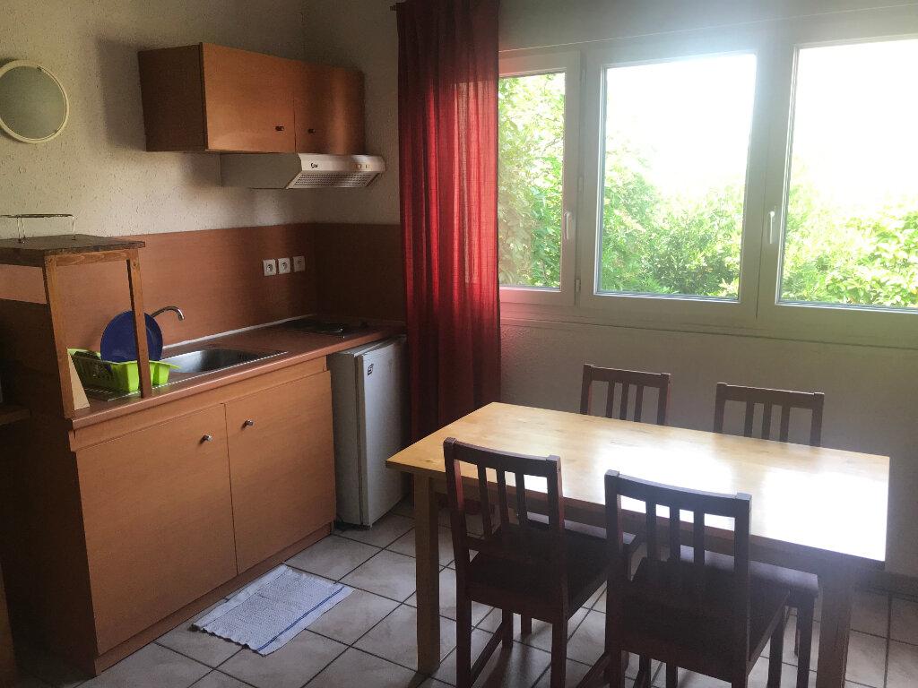 Appartement à louer 2 26m2 à Nîmes vignette-1