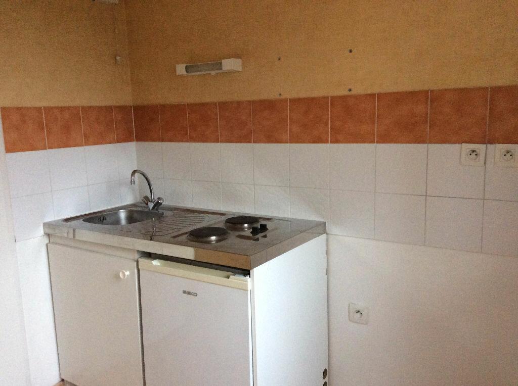 Appartement à louer 2 48.38m2 à Nîmes vignette-4