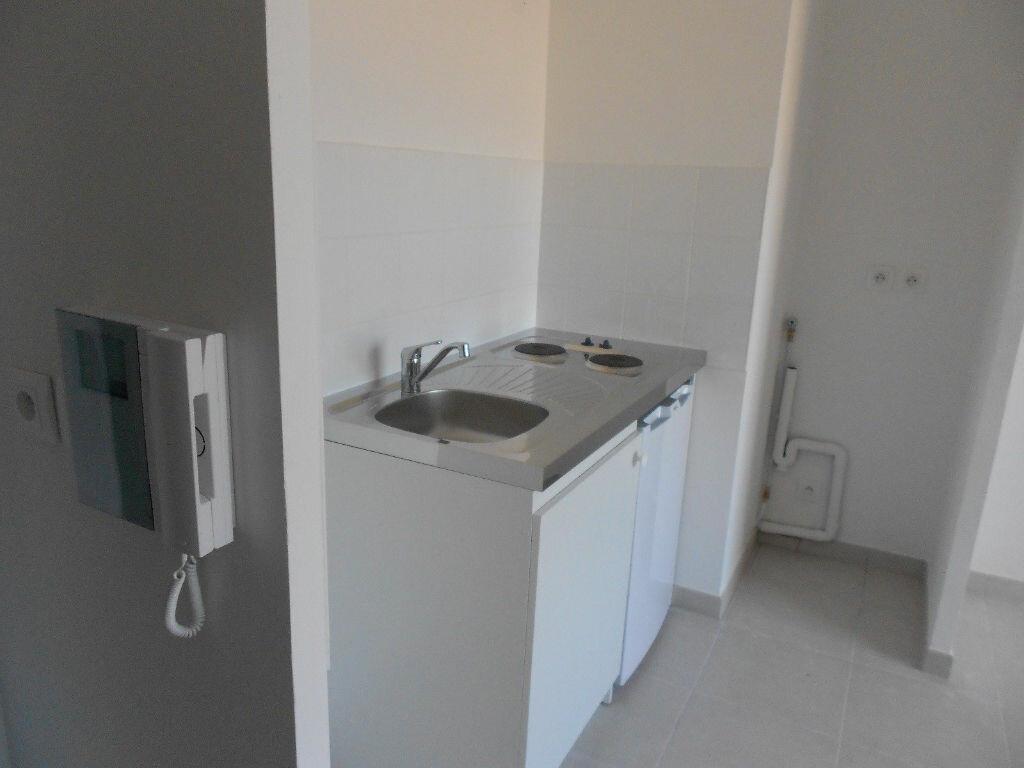 Appartement à louer 1 30m2 à Nîmes vignette-2