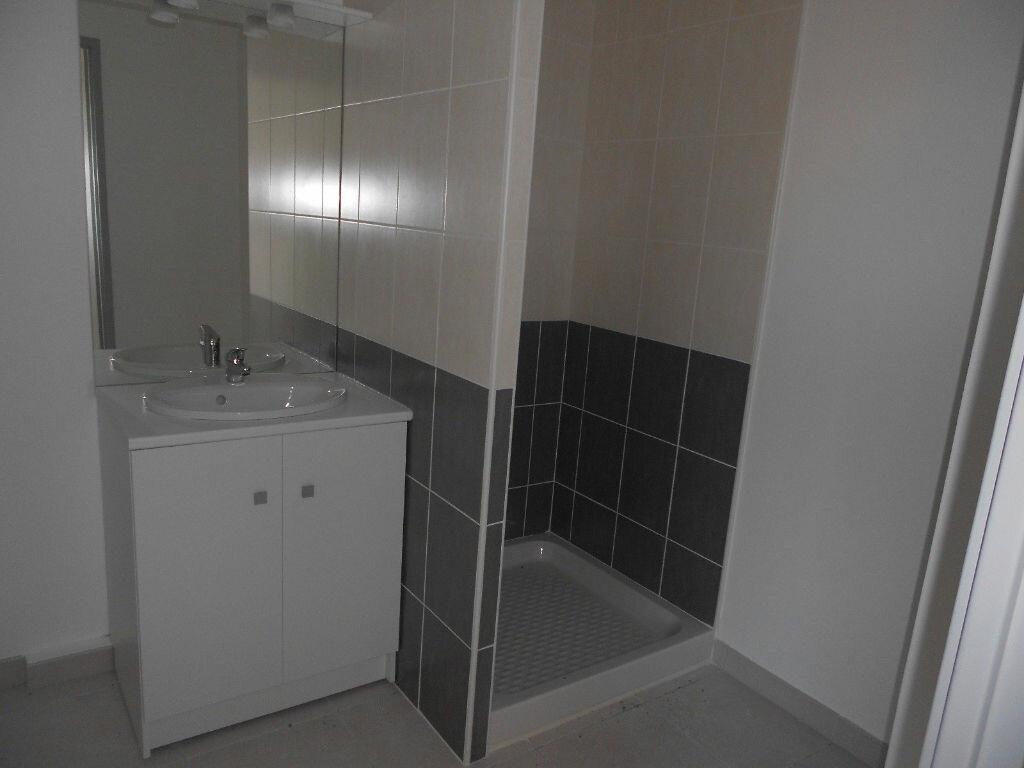 Appartement à louer 1 30m2 à Nîmes vignette-4