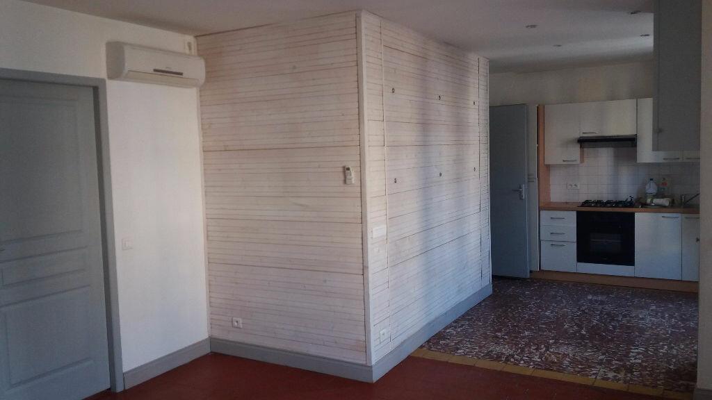 Appartement à louer 3 60m2 à Nîmes vignette-9