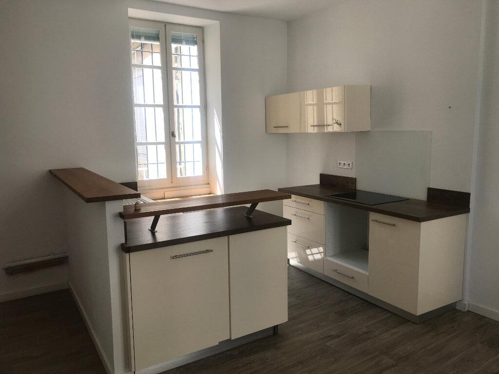 Appartement à louer 2 56.94m2 à Nîmes vignette-1