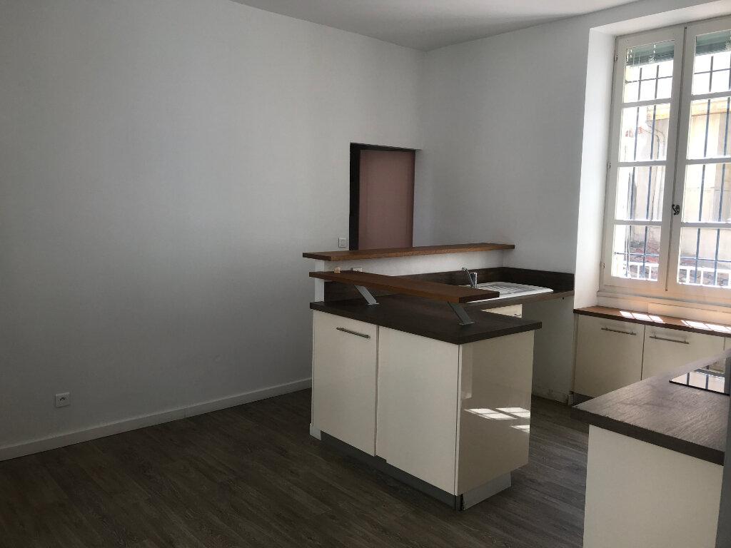 Appartement à louer 2 56.94m2 à Nîmes vignette-2