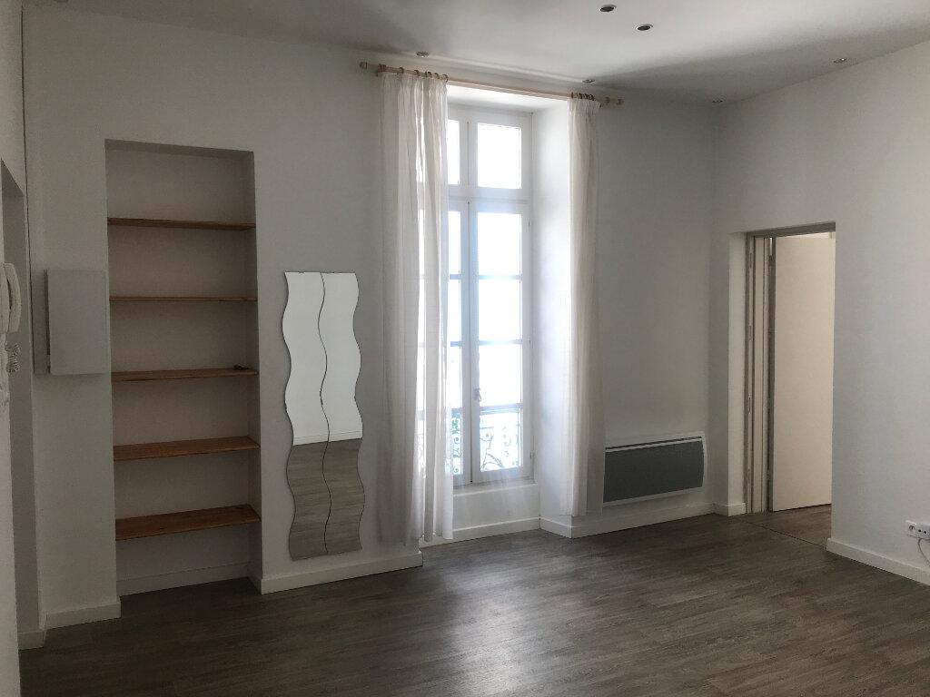 Appartement à louer 2 56.94m2 à Nîmes vignette-3