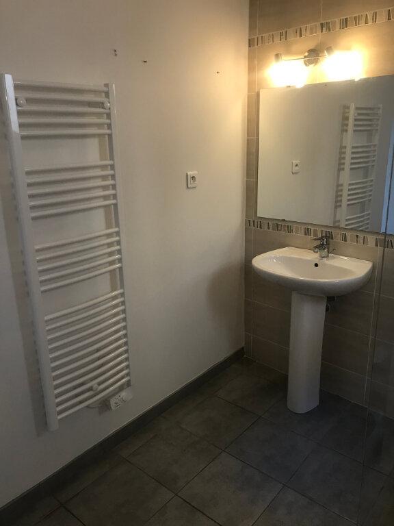 Appartement à louer 2 56.94m2 à Nîmes vignette-8