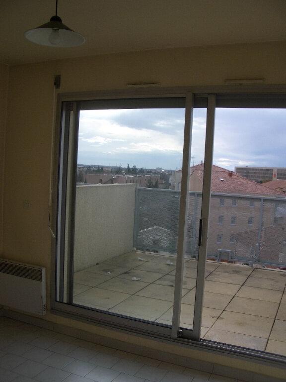 Appartement à louer 1 16m2 à Nîmes vignette-2